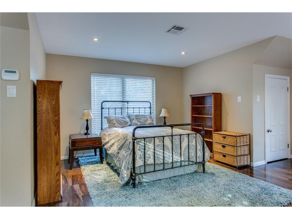 Secluded Hollywood Heights Tudor guest house bedroom.ashx