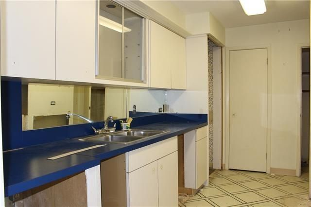 Athena 915 - Kitchen 1