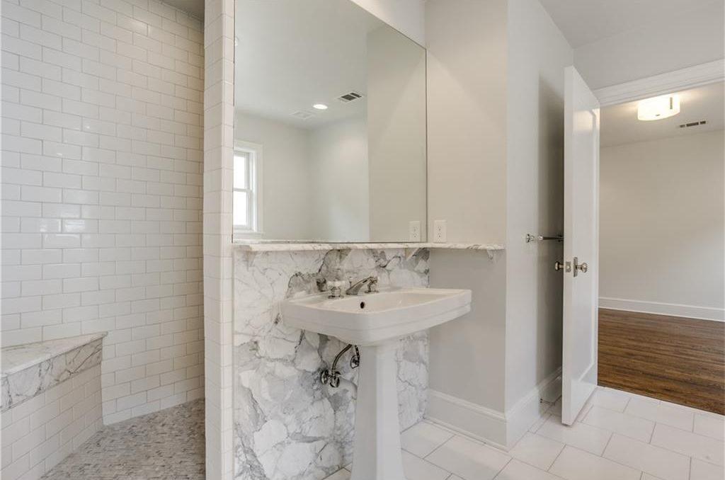 4111 San Carlos Bathroom 2