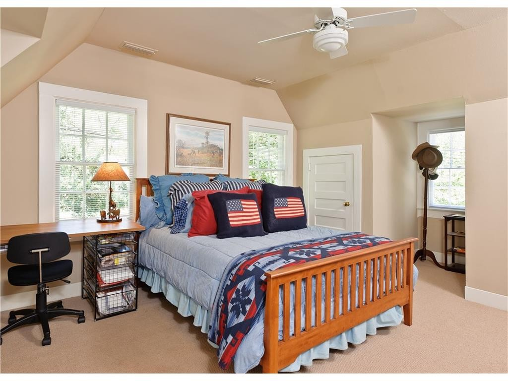 4248 Armstrong flag bedroom