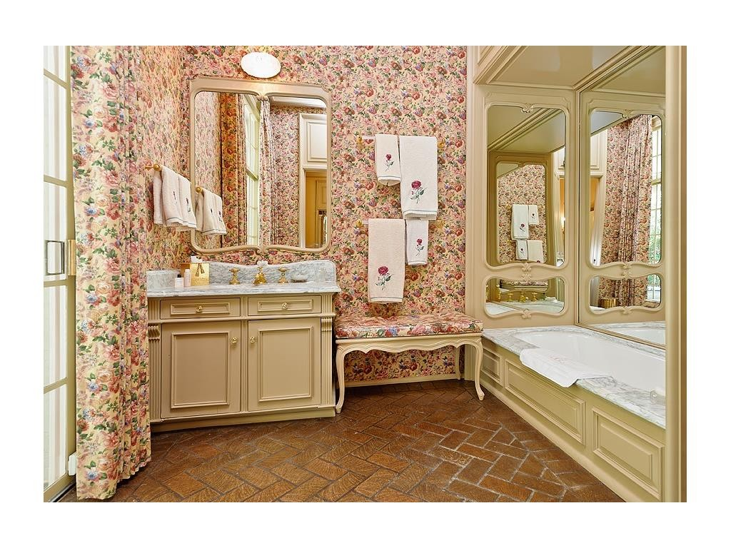 4248 Armstrong floral bath