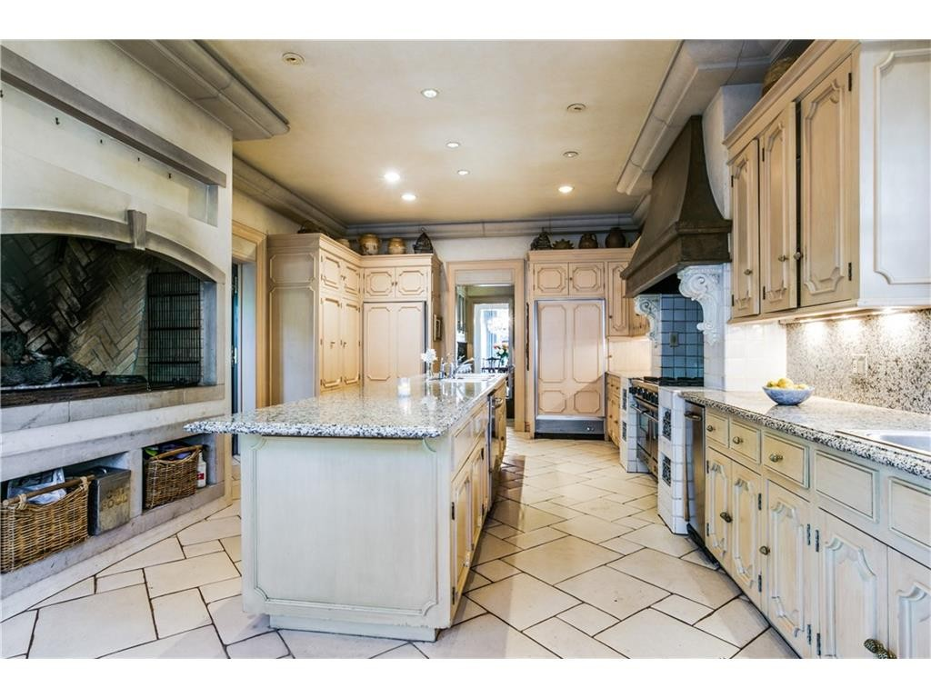 4907 lakeside kitchen1