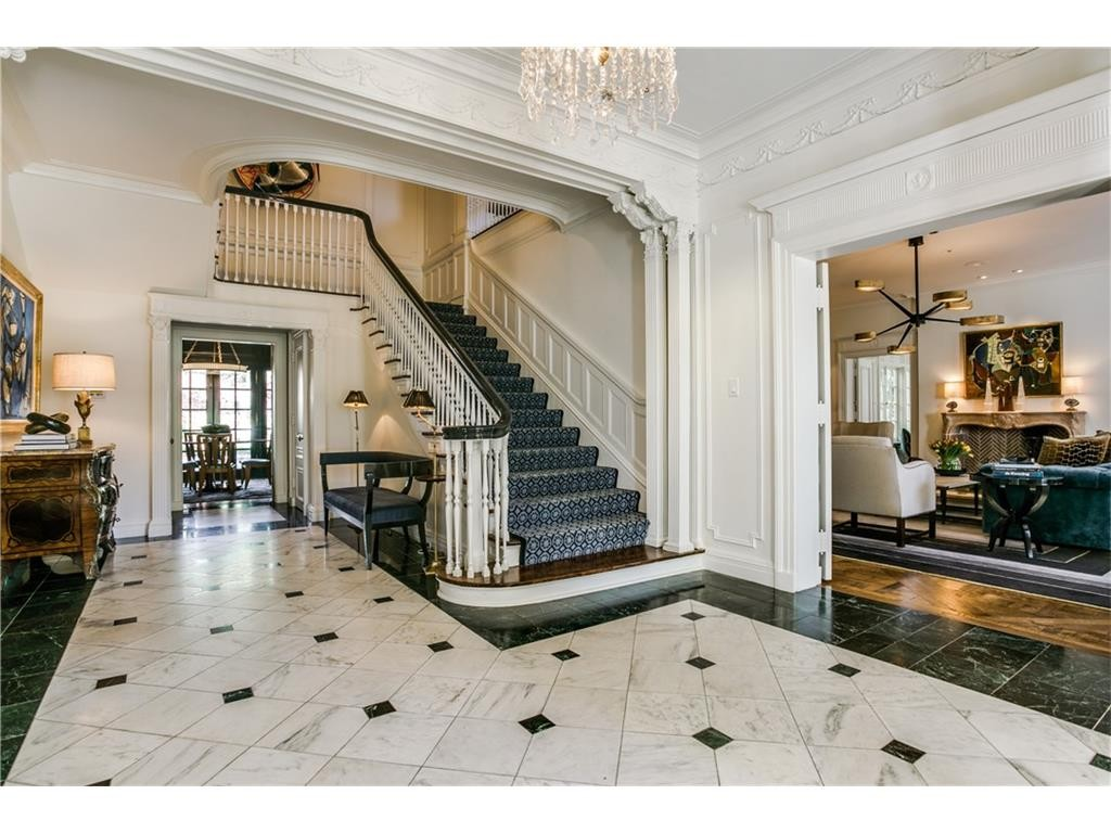 4908 Lakeside Dr foyer