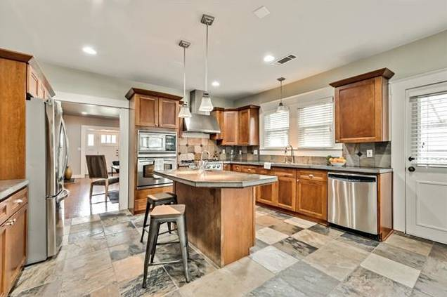 5544 Goodwin Kitchen