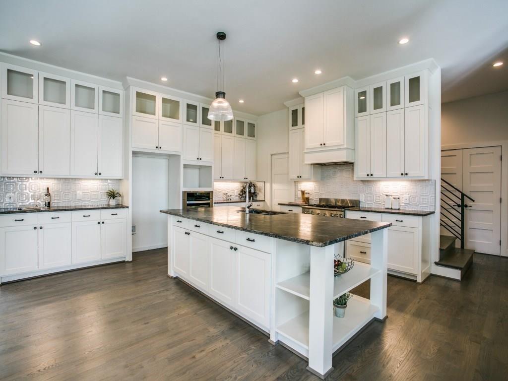 11718 Jamestown Kitchen