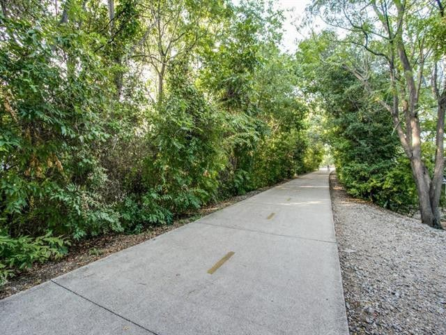 Splurge vs. Steal: Two Katy Trail Condos | CandysDirt.com