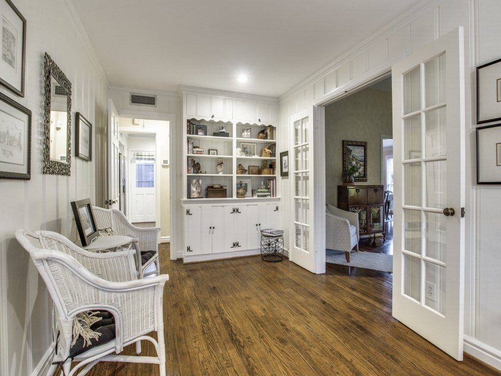 Classic Traditional Cottage In Wilshire Heights