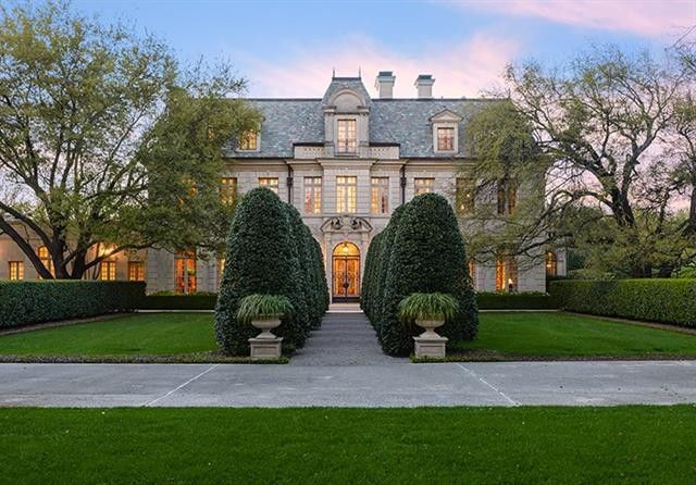 Peter marino designed preston hollow estate hits market for Two story farmhouse oak park