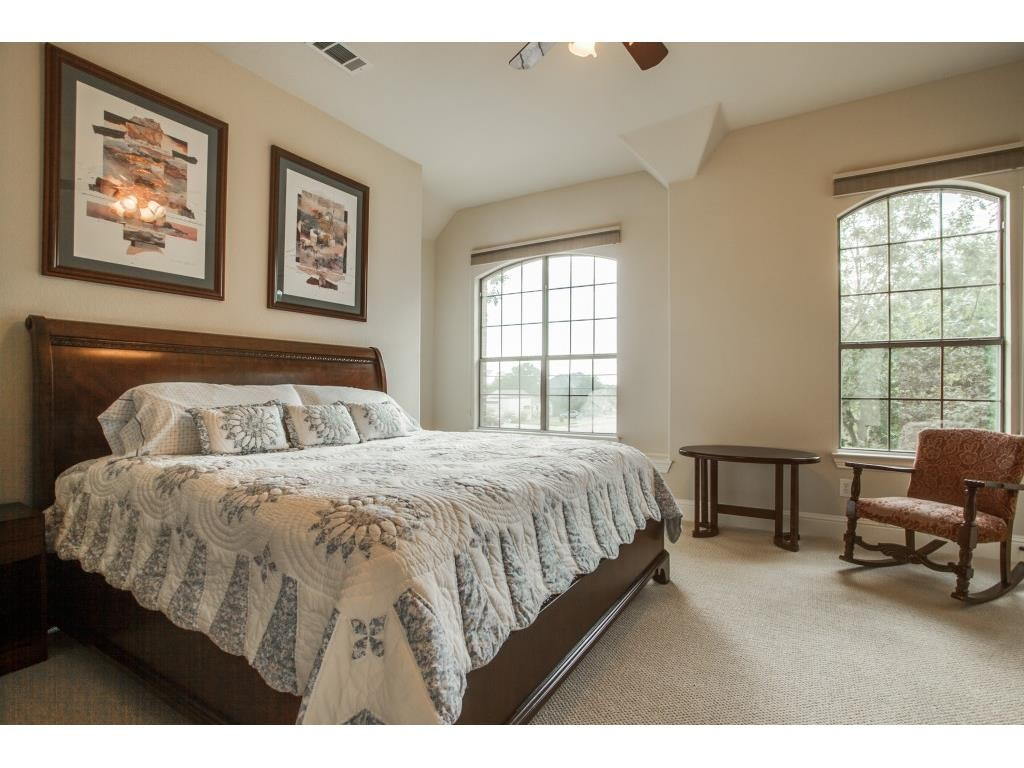 8312 Ridgelea bed1
