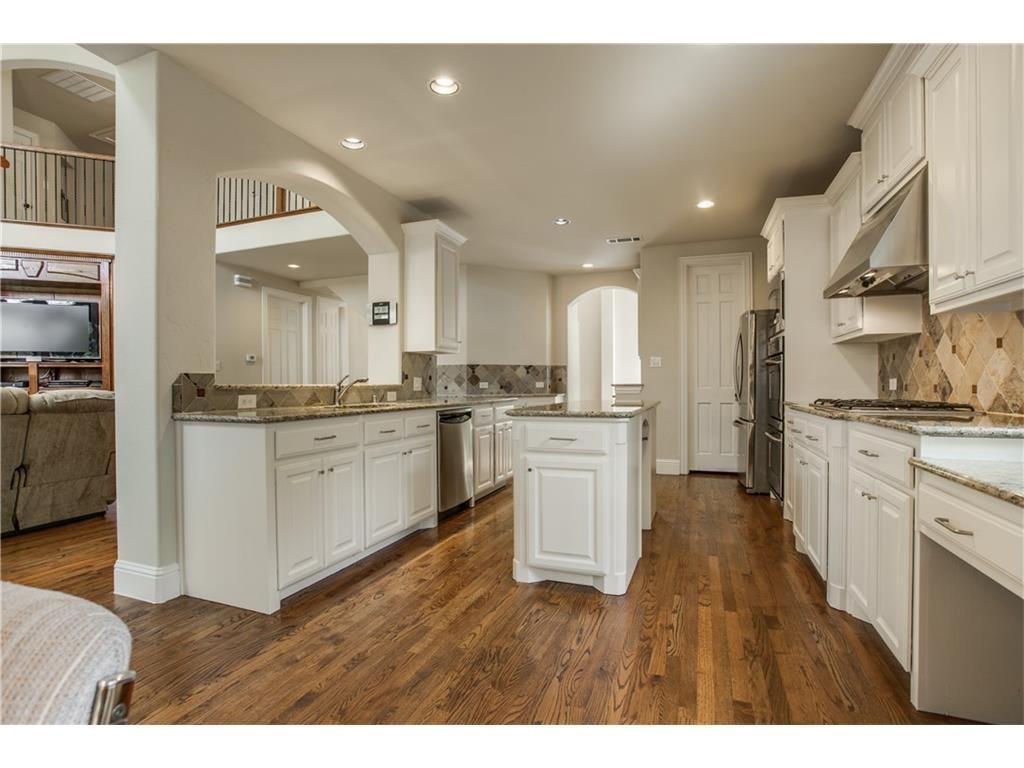 8312 Ridgelea kitchen1