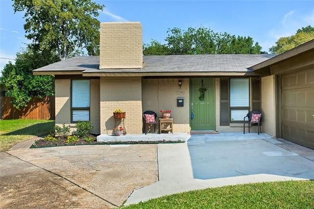 Find Updated Style in this Three-Bedroom Northwest Dallas Beauty | CandysDirt.com