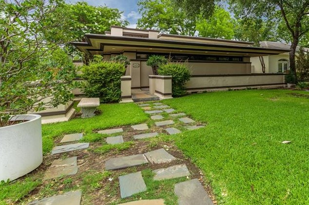 Any Guesses As To Date Of This Paean Frank Lloyd Wright 1900 1945 Actually Well Placed Faithful Tribute The Master At 5404 Collinwood Avenue