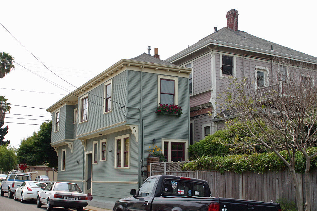 Good The Alameda Spite House Was Definitely Built To Hack Off The City Of  Alameda, California. In The 1930s, Charles Froling Wanted To Build His  Dream House.