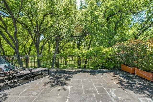 Find an Incredible Urban Oasis with this 2-acre Bluffview Estate | CandysDirt.com