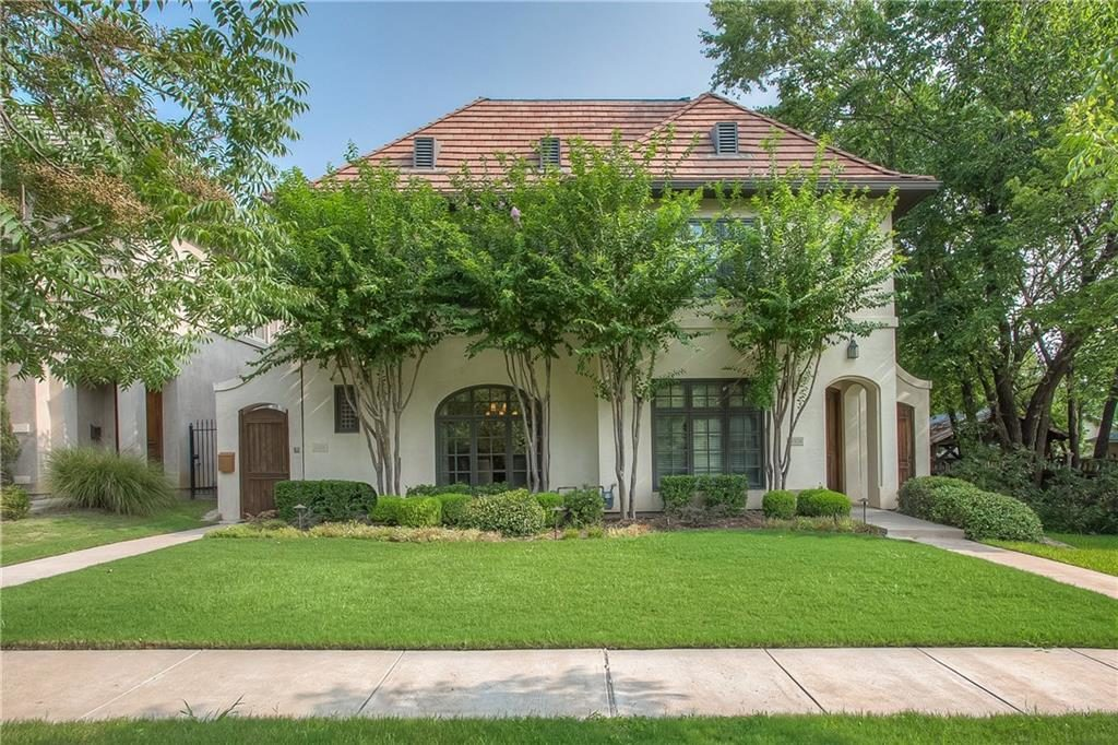 Beautiful home in a walkable neighborhood