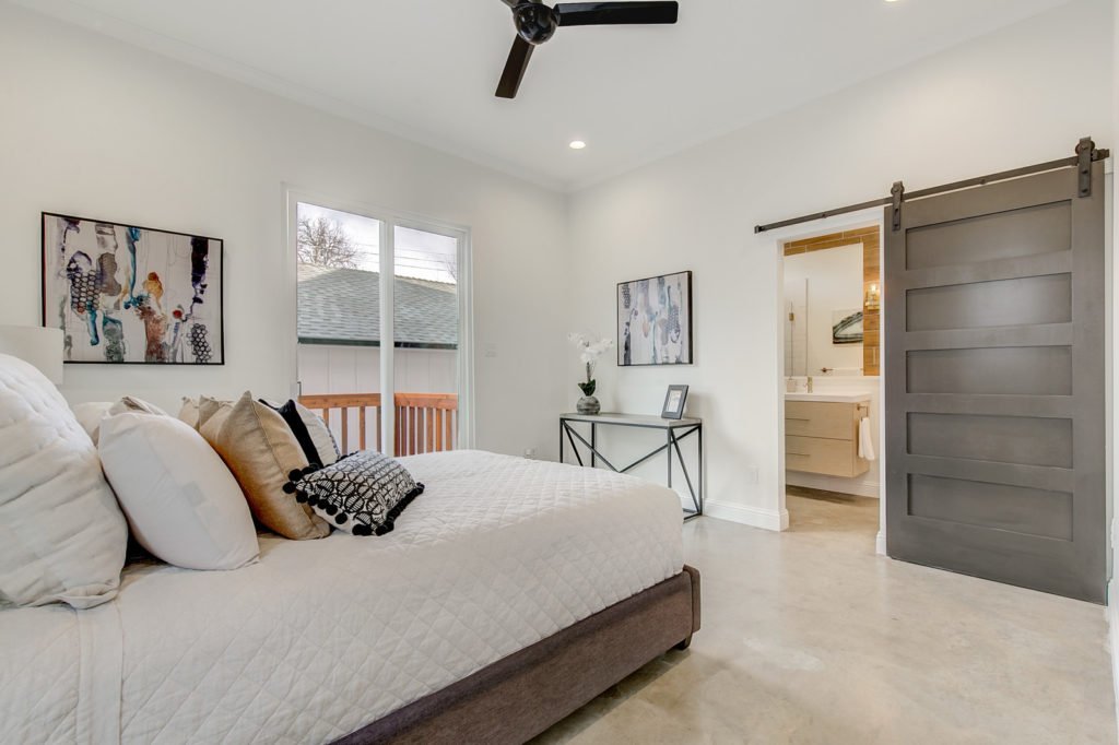 Urban Townhome With Master Bedroom On Main Floor