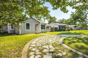 Cute Midcentury Cottage Boasts Move-In Ready Perfection