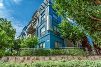 Oak Lawn Condo Has a First-Time Buyer Friendly Price Tag