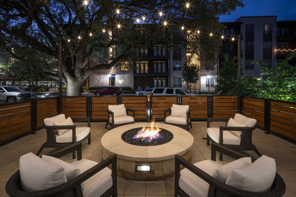 All this place really needs is someone to make your bed each morning and hand you a cup of coffee as you exit the building on your way to work. Other than that, The Ash at the Branch has everything else a young professional might be looking for in a Northeast Dallas apartment.