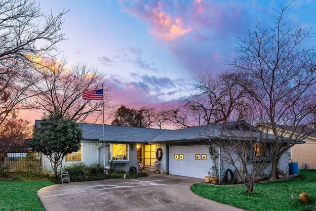 FORE! Putter Around The Green With This Richardson Ranch
