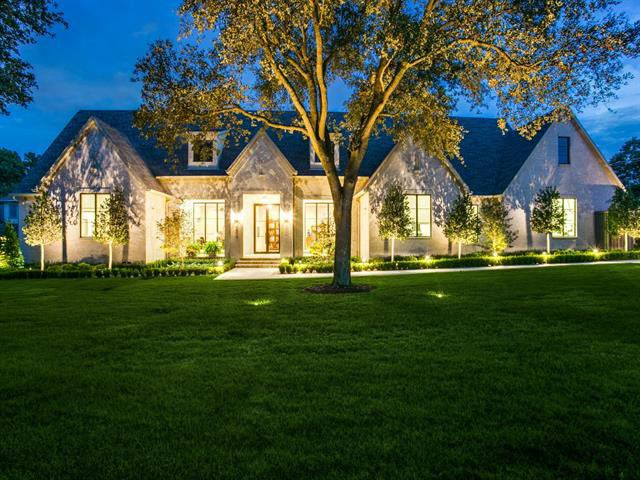 Want to live like a king or queen for in an expansive builder's home in Northwest Dallas?