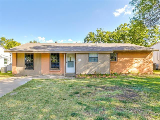 Burleson might best be known as the home of Grammy winner and talk show host Kelly Clarkson, but it's also home to some great, affordable housing stock. This Weekend One Hundred selection at 809 Southwest Southridge, Burleson, is simple but has all the things a small family needs.