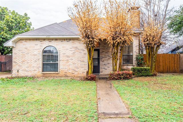 If you're looking for a fixer-upper, an investment property, or a place to call home on a budget, this three-bedroom abode in Dallas' Redbird neighborhood may be for you.