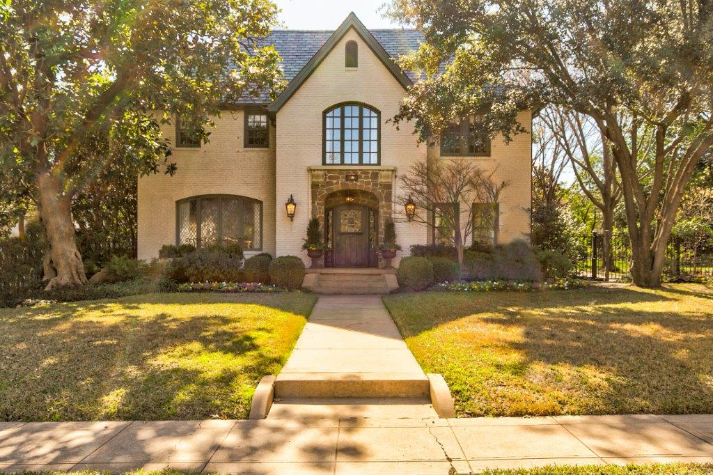Monticello Drive is one of the more prestigious streets in Fort Worth