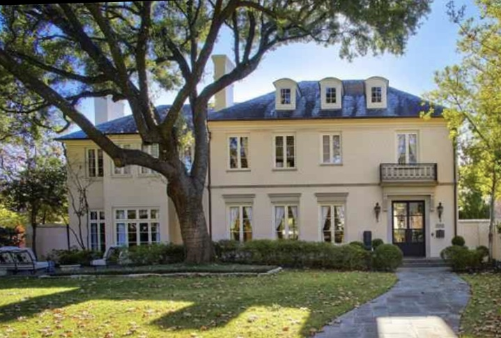 There are houses and there are homes.Most of us wish to live in the latter - and a renovated 1920s traditional Highland Park mansion is now on the market to indulge those fantasies.