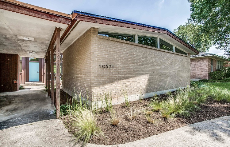 A big backyard, hardwood floors, and gourmet kitchen combine for the perfect Midcentury Modern home in East Dallas.