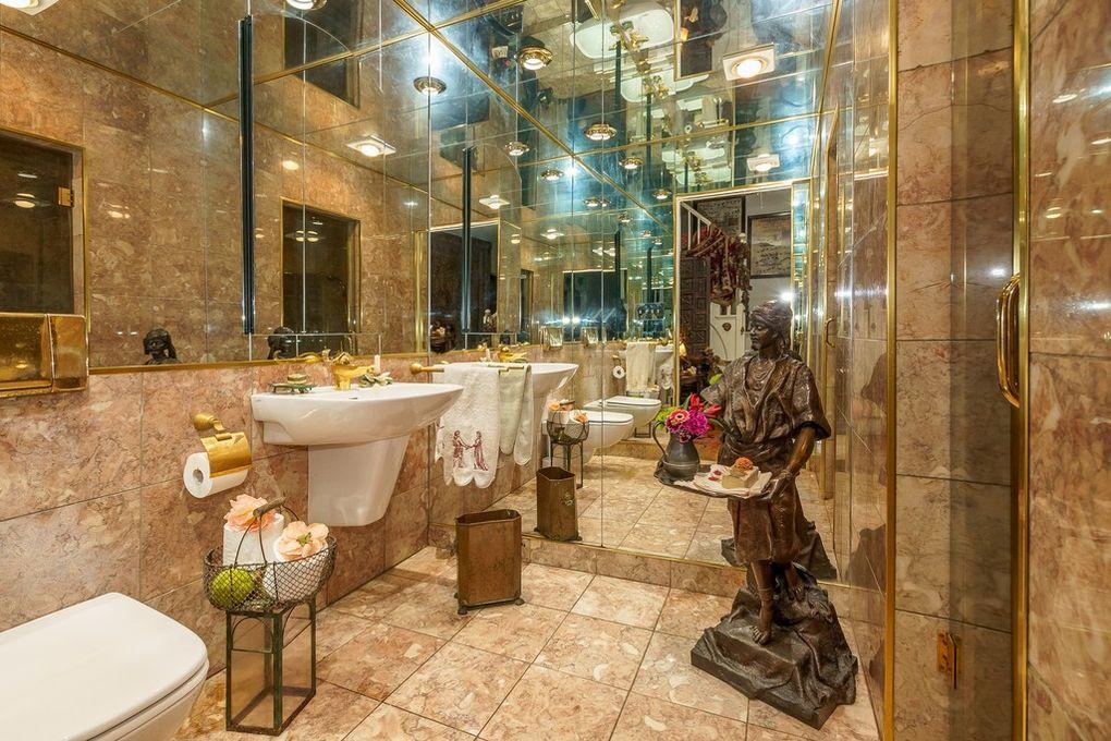 chicago bathroom wtf
