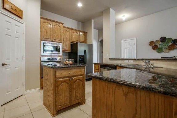 2126 Hollow Way kitchen