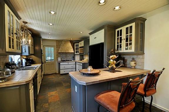 2142 Kessler Parkway kitchen