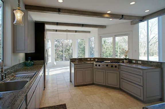 2224 Lakeridge Kitchen 2
