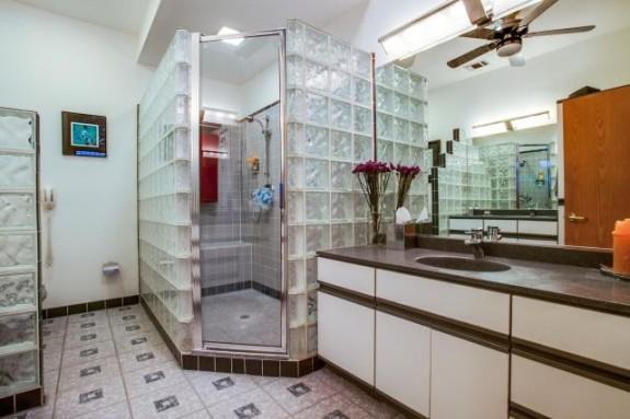2401 Ervay Bath