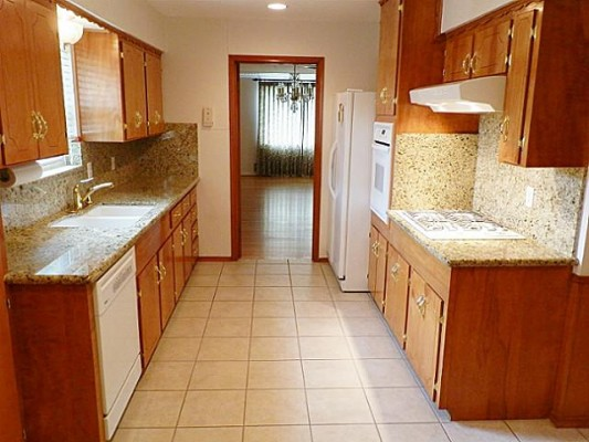 2515 Peavy Kitchen