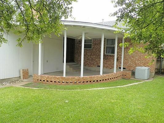 2515 Peavy Porch