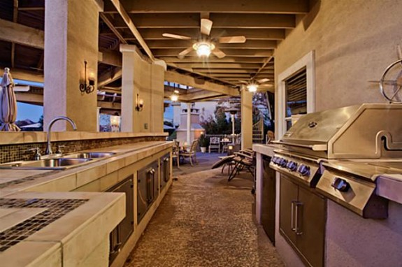 2811 Timber Crest Outdoor Kitchen
