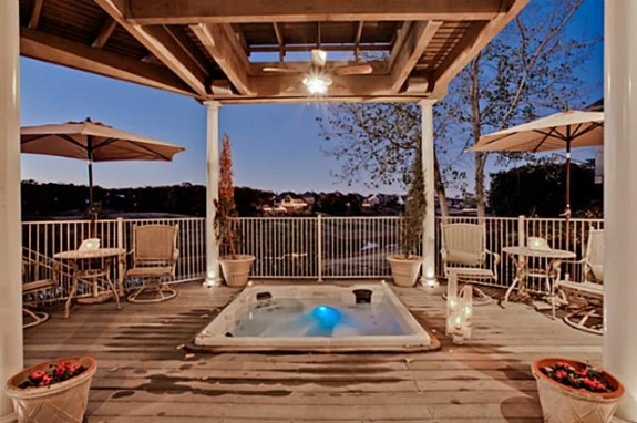 2811 Timbercrest Hot Tub