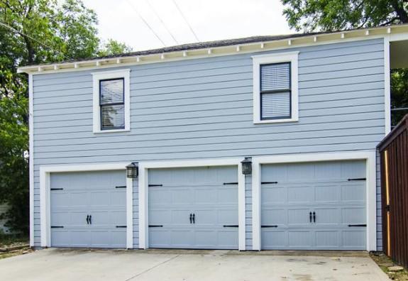300 Edgefield Garage