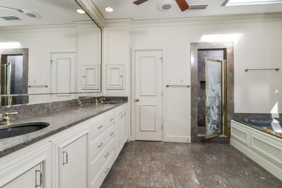 3203 Princeton master bathroom