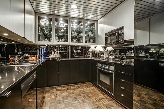 3310 Fairmount 10B Kitchen