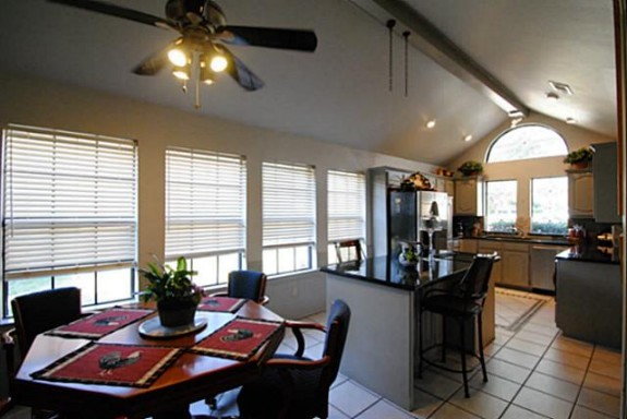 3513 Plymouth Kitchen