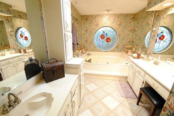 3513 Plymouth Master Bath