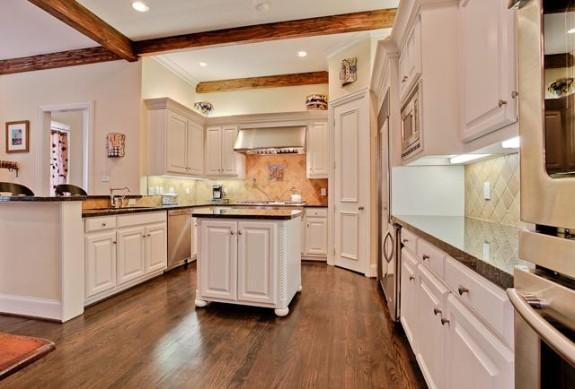 3725 Turtle Creek kitchen
