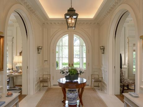 3821 Beverly foyer