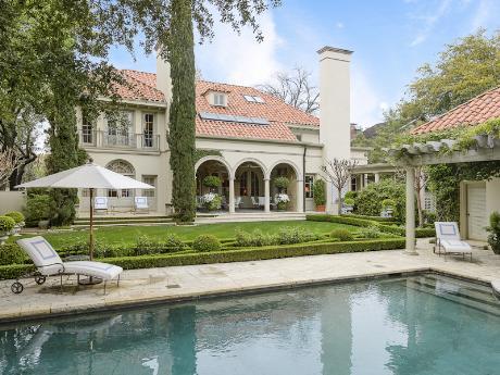 3821 Beverly pool