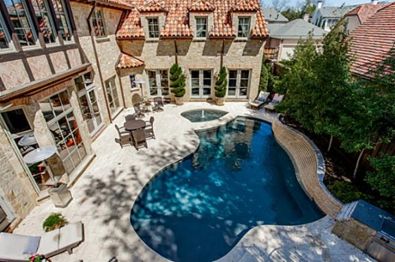 3826 Maplewood pool