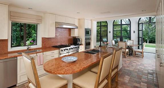3828 Turtle Creek kitchen