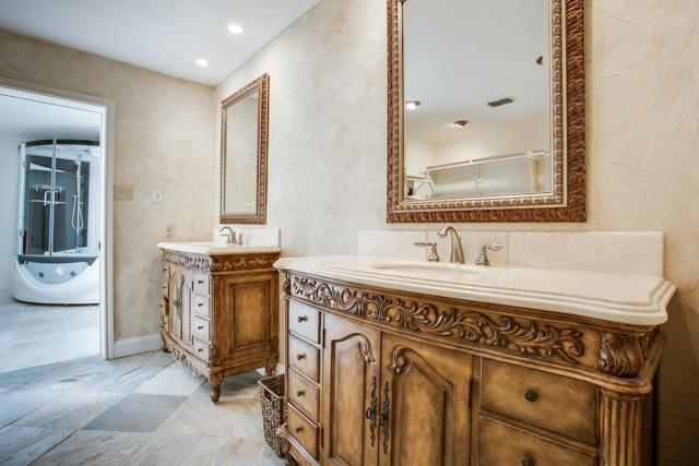 403 Canyon Creek Drive ext.jpg Bath master 1